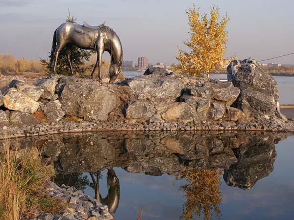 Скульптурная композиция «Лошадь белая»