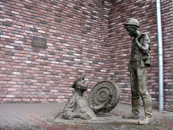 Памятники работникам ЖКХ