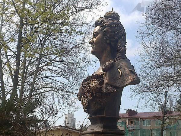 Памятники великим правителям