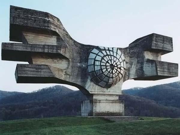 Необычные памятники 4