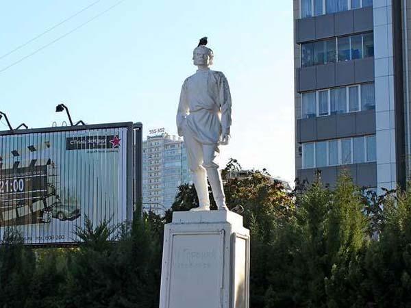 Памятники писателям в Сочи