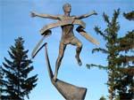 Памятник марафонцу