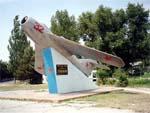 Памятник самолету МИГ-17 в Анапе