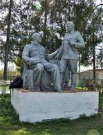Памятник Сталину и Ленину