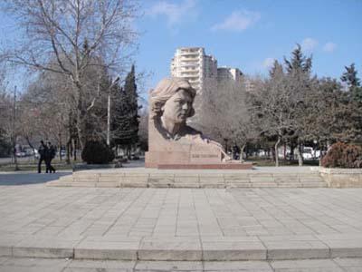 Памятник Айне Султановой