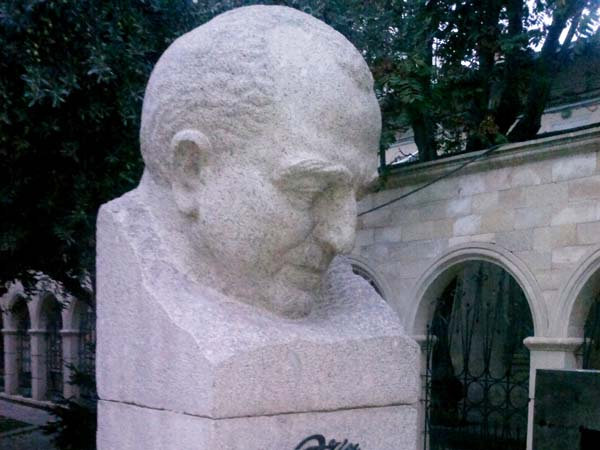Памятник Азиму Азимзаде