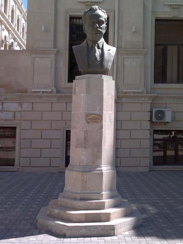 Памятник-бюст Юсифа Мамедалиева в Баку