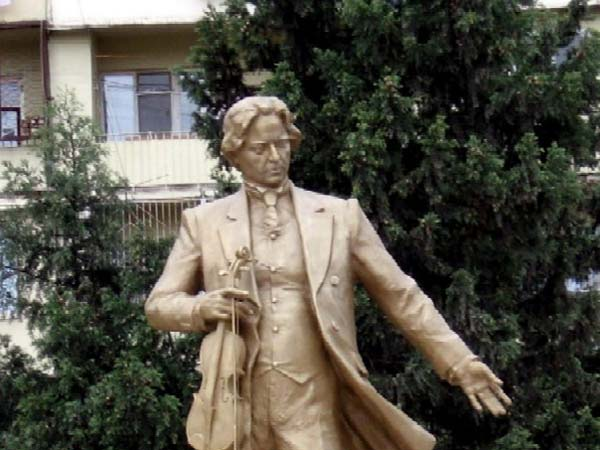Памятник Джордже Энеск