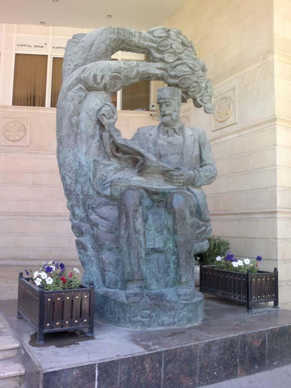 Памятник Гасан-бек Зардаби
