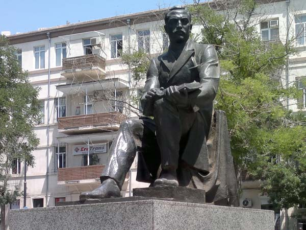 Памятник М.Ф. Ахундову