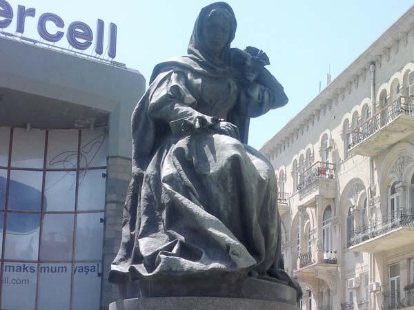 Памятник Натаван
