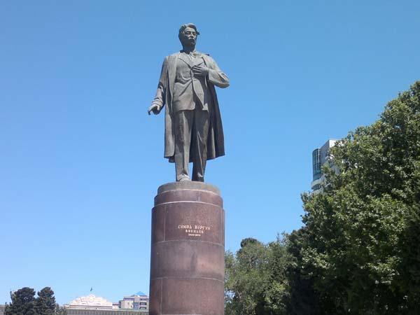 Памятник Самеду Вургуну