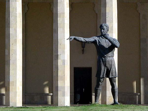Памятник Тофику Бахрамову