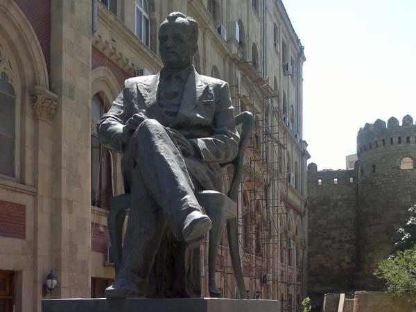 Памятник Юсифу Мамедалиеву