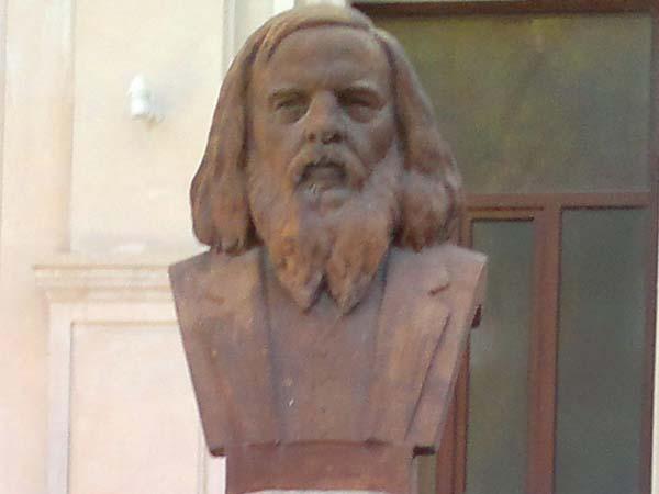 Бюст Менделеева в Баку