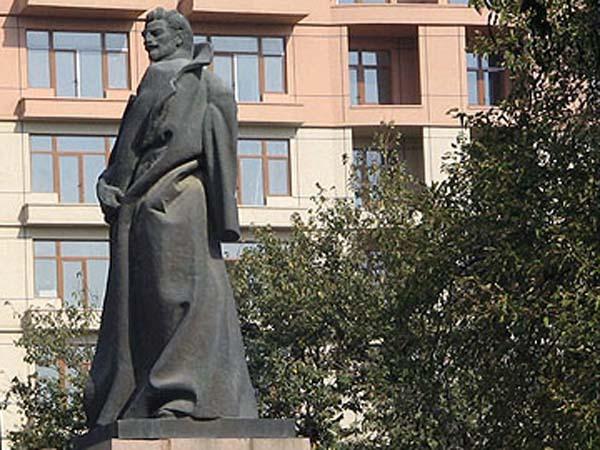 Памятник Алеше Джапаридзе