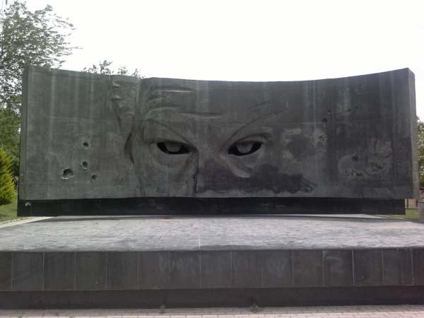 Памятник-барельеф Рихарду Зорге