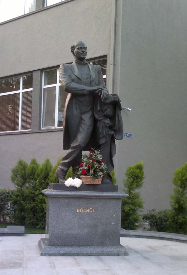 Памятник Бюль-бюлю