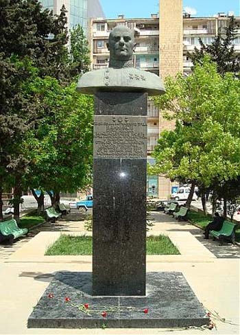 Памятник-бюст Борису Ванникову