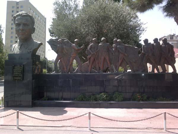 Памятник-бюст Габибулле Гусейнову