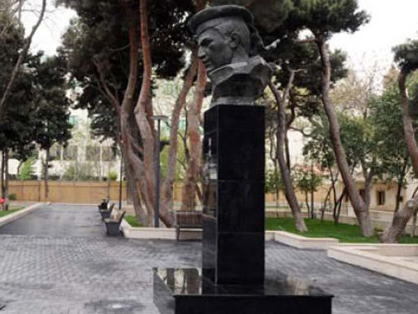 Памятник-бюст Кафуру Мамедову