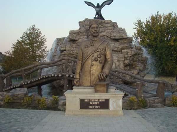Памятник Гаджи Зейналабдину Тагиеву