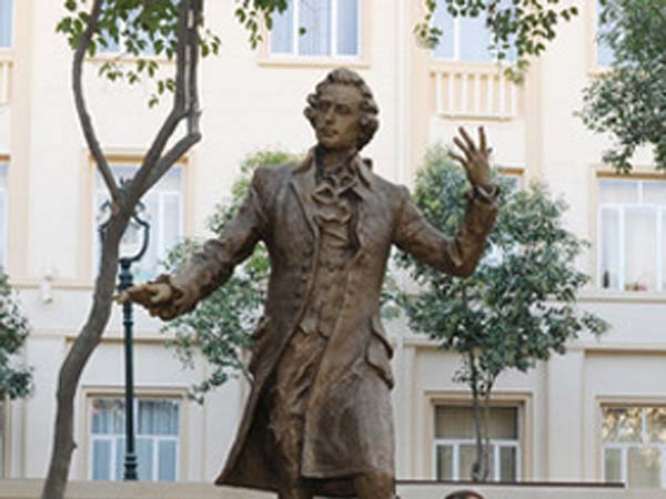 Памятник Моцарту в Баку