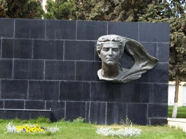 Памятник Севиль Газиевой