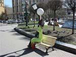 Памятник влюбленным фонарям в Киеве