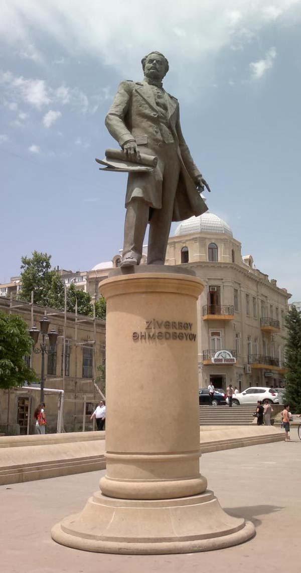 Памятник Зивер-бек Ахмедбекову