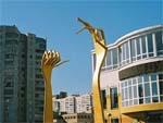 Памятник вилке в Киеве