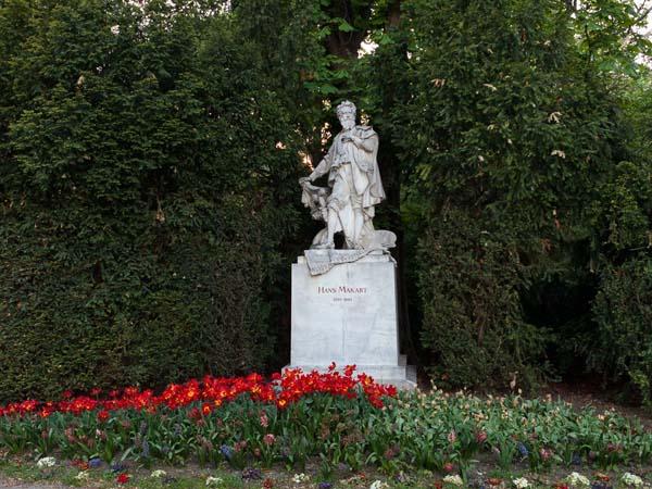 Памятник австрийскому художнику Гансу Макарту в Вене