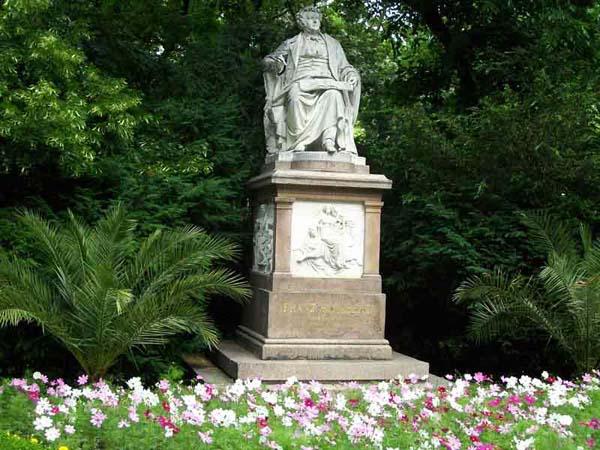 Памятник Францу Шуберту в Вене
