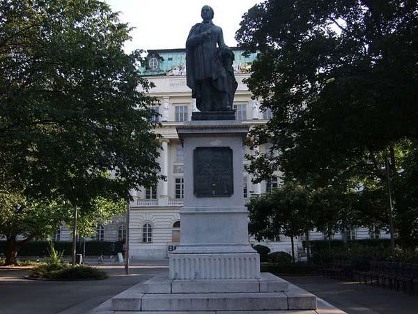 Памятник Йозефа Ресселя в Вене