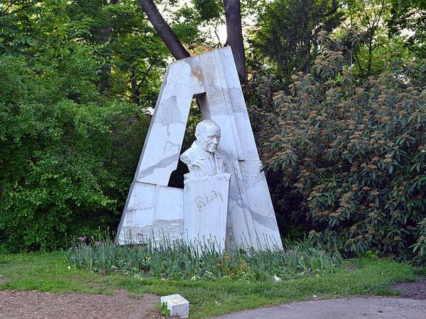 Памятник композитору Францу Легару в Вене