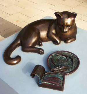 Памятник коту с килькой в Перте