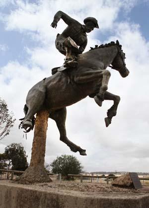 Памятник ковбою в Австралии