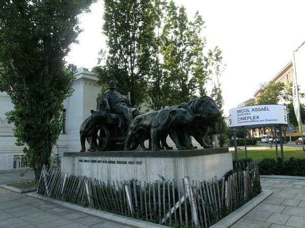 Памятник «Марк Антоний в колеснице» в Вене