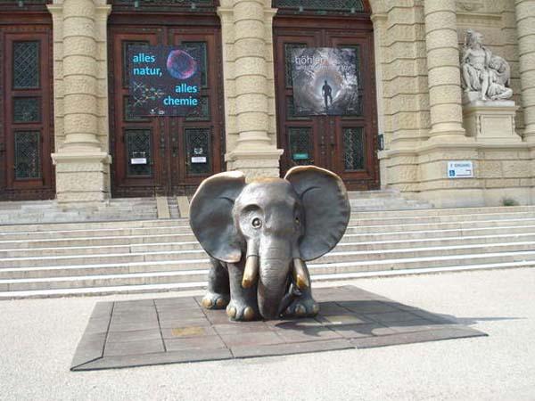 Памятник слонику в Вене