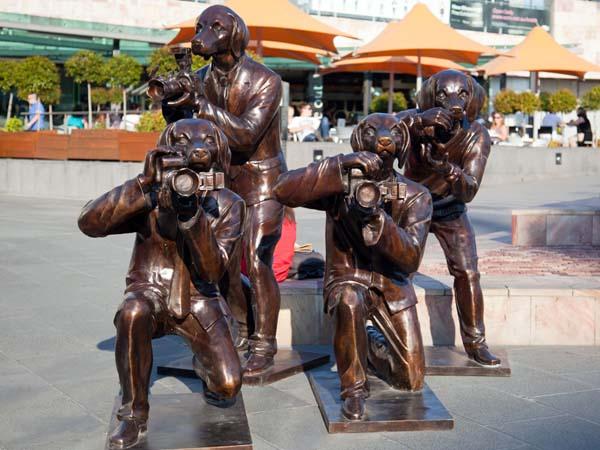Памятник собаки-фотографы в Австралии