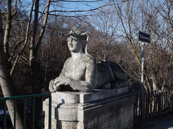 Сфинксы на воротах Марии Терезии