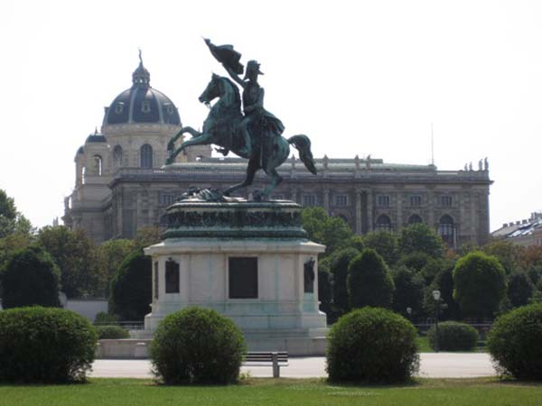 Статуя эрцгерцога Карла-Людвига-Иоанна Австрийского