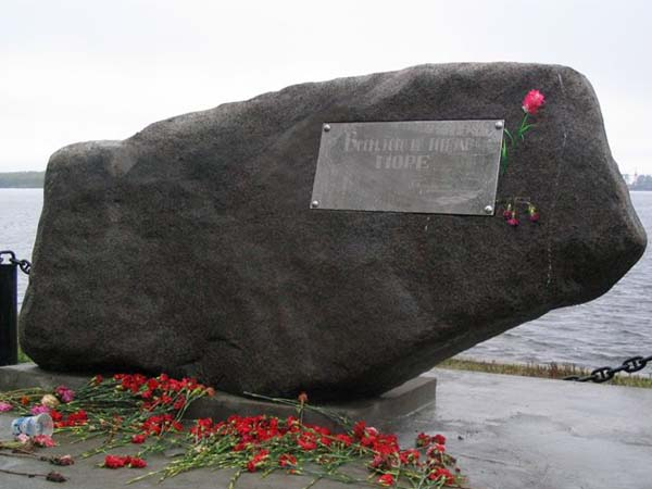 Памятник не вернувшимся из моря в Соломбале