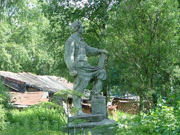 Памятник строителю послевоенного Архангельска