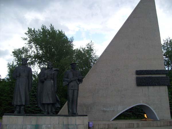 Монумент Победы в войне 1941-1945 годах и Вечный огонь